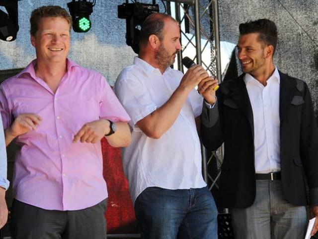 """Gute Laune: Burgs Bürgermeister Jörg Rehbaum, Abgeordenter """"Die Linke"""" Harry Czeke und Moderator Stefan Bernschein"""
