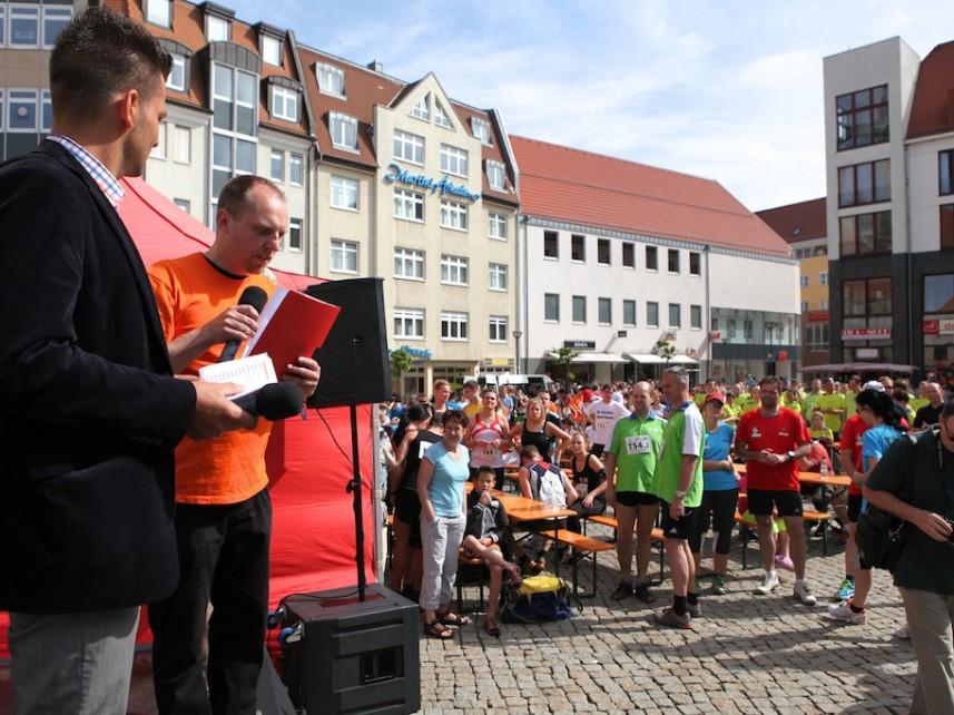 Benefizlauf Moderation Stefan Bernschein Veranstalter Avery Kolle Marktplatz Halberstadt Zuschauer