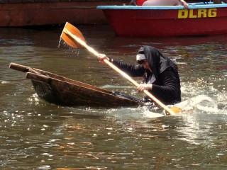 Brühtrogpaddeln 2012 Rossdorf: Schwester Agnes geht baden