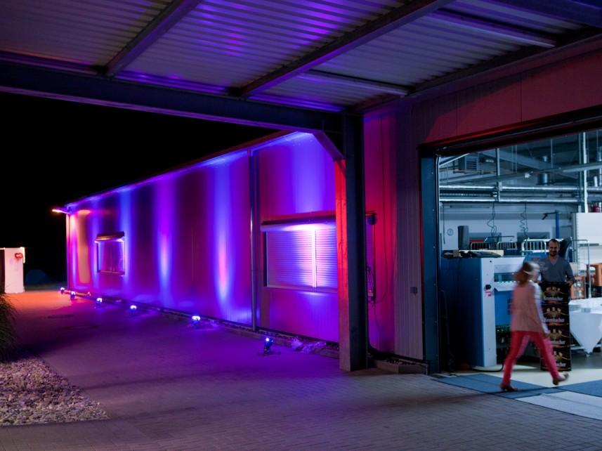 beleuchtete Industriehalle - Realisation: Stefan Bernschein