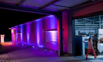 Effektvolle Architekturbeleuchtung für Event in Industriehalle