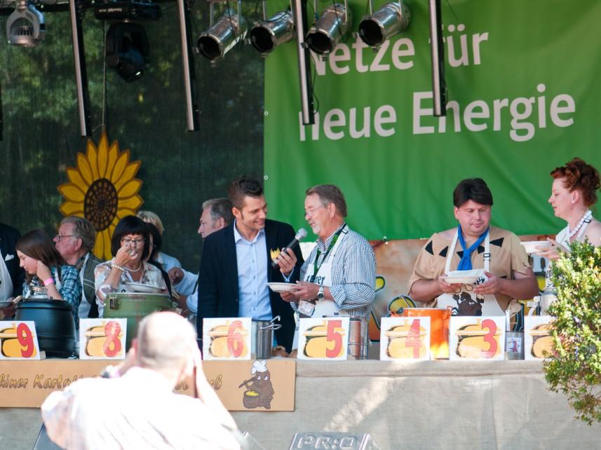 Moderator Stefan Bernschein im Gespräch mit der Jury