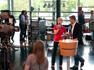 Sie sagt, was Fakt-ist: Moderatorin Ines Krüger mit Stefan Bernschein