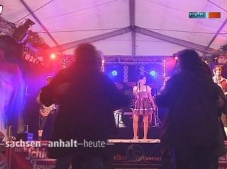 Party im Festzelt: Feuerwehrfest in Peißen