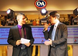 Moderator Stefan Bernschein mit Centermanager Christian Polkow