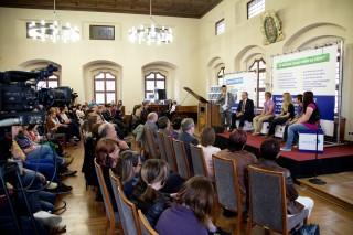 Stefan Bernschein talkt mit Ministerpräsident Reiner Haseloff