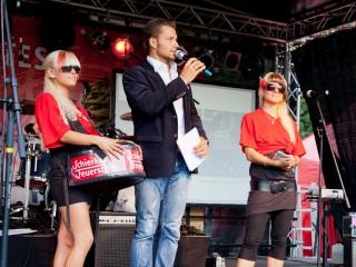 Stefan Bernschein mit Schierker-Feuerstein-Promogirls