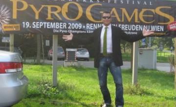 Stefan Bernschein moderiert Pyro Games in Wien