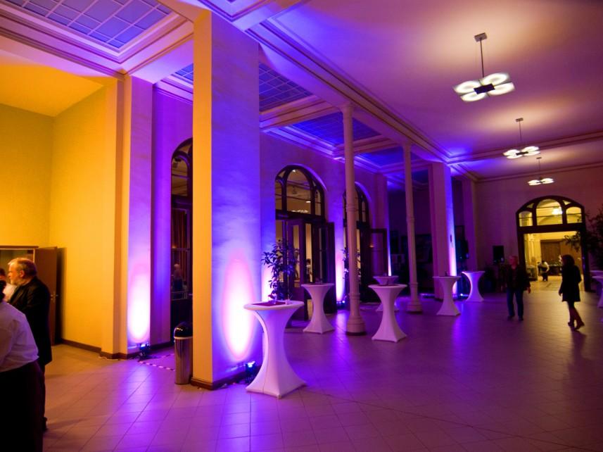 LED Ambiente Licht Stefan Bernschein Foyer Bar