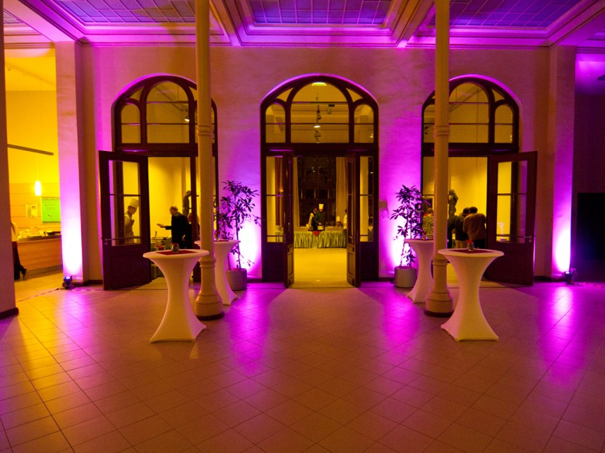 LED Ambiente Licht Stefan Bernschein Foyer totale