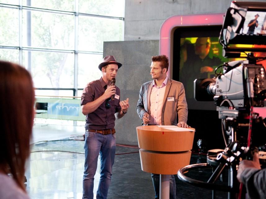 MDR-Moderator Alex Huth mit Stefan Bernschein