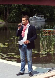 Moderierte das Brühtrogpaddeln in Rossdorf: Stefan Bernschein