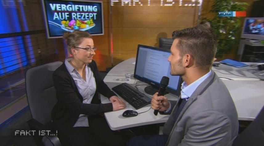 mdr fakt ist -- Patientenberaterin J. Saar mit Bürgerreporter Stefan Bernschein