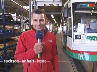 MVB: Stefan Bernschein unter der Straßenbahn