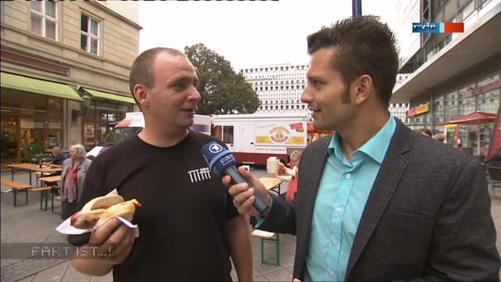 MDR Fakt ist...! aus Magdeburg: Bürgerreporter Stefan Bernschein bei einer Umfrage